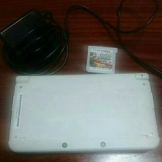 newNintendo3DSとスマブラと充電器(携帯用ゲーム本体)