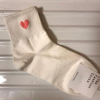 ミックスエックスミックス(mixxmix)の新品未使用タグ付き 靴下 韓国 白 白靴下 ハート ピンク ホワイト (ソックス)