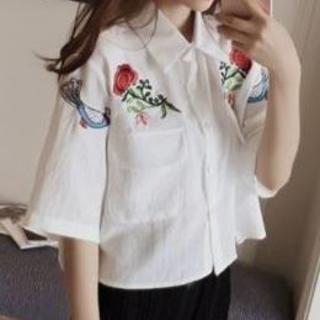 5分袖 刺繍入りシャツ オフホワイト ブラウス シャツ (シャツ/ブラウス(半袖/袖なし))