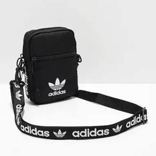 アディダス(adidas)のアディダス オリジナルス クロスボディショルダーバッグ 黒 新品未使用(ショルダーバッグ)