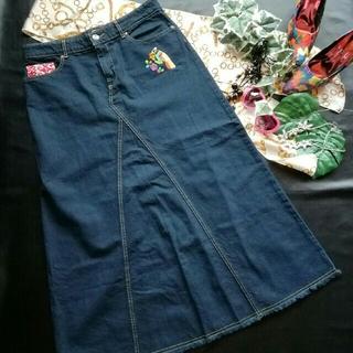 チチカカ(titicaca)の♪チチカカ♪フリンジつき刺繍入りロングデニム♡スカート♪コキュ♡ゴア♡(ロングスカート)