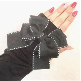 フォクシー(FOXEY)の⭐️リボン黒ステッチ UVアームカバー90cm ややゆったりタイプ 紫外線対策(手袋)