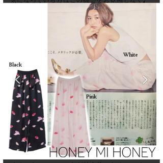 ハニーミーハニー(Honey mi Honey)のハニーミーハニーリップ柄パンツ 黒(カジュアルパンツ)