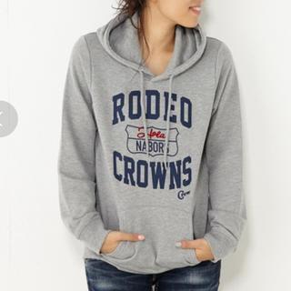 ロデオクラウンズワイドボウル(RODEO CROWNS WIDE BOWL)のRCWB☆ロゴプリントパーカー☆ロデオ.シェルター.RODEO(パーカー)