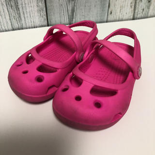 クロックス(crocs)のクロックス サンダル  crocs  S ピンク 子供 キッズ (サンダル)
