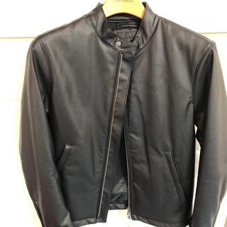 ユニクロ(UNIQLO)のユニクロネオレザーシングルライダースジャケット新品未使用ぷりえもんさま専用(ライダースジャケット)
