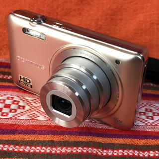 オリンパス(OLYMPUS)のOLYMPUS VG-145 1400万画素 5倍ズーム 4GB SDカード付き(コンパクトデジタルカメラ)