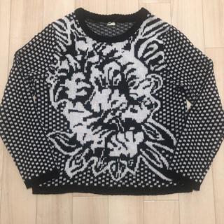 ジーユー(GU)のGU 薔薇?柄 白黒セーター(ニット/セーター)