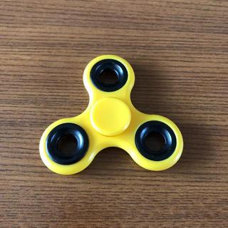 ハンドスピナー 三角 黄色(その他)
