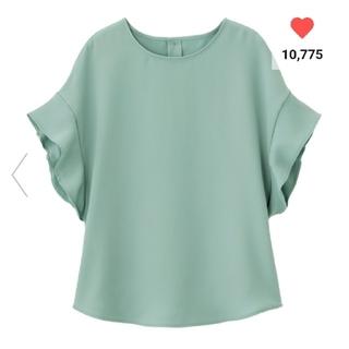 ジーユー(GU)のGU ジーユー フレアスリーブブラウス 半袖 グリーン Sサイズ(シャツ/ブラウス(半袖/袖なし))
