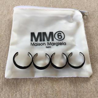 マルタンマルジェラ(Maison Martin Margiela)の黒新品 マルジェラ MM6 4連リング ブラック(リング(指輪))