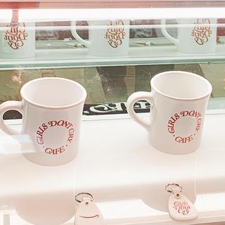 ジーディーシー(GDC)のマグカップ Amazonカフェ Girls Don't Cry Cafe 限定(グラス/カップ)