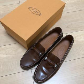 トッズ(TOD'S)のtods ローファー 靴 パンプス(ローファー/革靴)