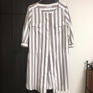 アーバンリサーチ(URBAN RESEARCH)のノーカラーストライプ ワンピース 羽織り 七分袖(ひざ丈ワンピース)