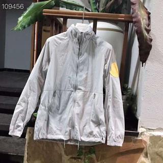 モンクレール(MONCLER)の男女兼用MONCLERジャケット/日焼け防止衣/灰色の(ブルゾン)
