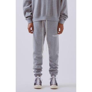 フィアオブゴッド(FEAR OF GOD)のfog essentials sweatpants gray xxs(スウェット)