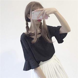 ベルスリーブ 黒トップス(カットソー(半袖/袖なし))