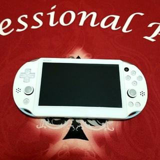 プレイステーションヴィータ(PlayStation Vita)のpsvita  本体 2000(携帯用ゲーム本体)