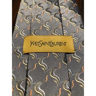 サンローラン(Saint Laurent)の【Yves Saint Laurent】美品 ネクタイ 綺麗なグレー(ネクタイ)