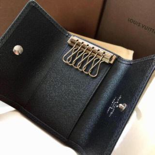 ルイヴィトン(LOUIS VUITTON)の新品 未使用正規品ルイヴィトンタイガキーケース黒色(キーケース)