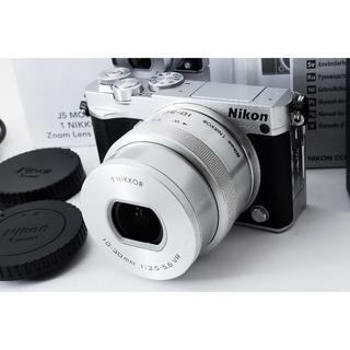 ニコン(Nikon)の★Wi-Fi&4K動画★ Nikon J5 レンズキット(ミラーレス一眼)