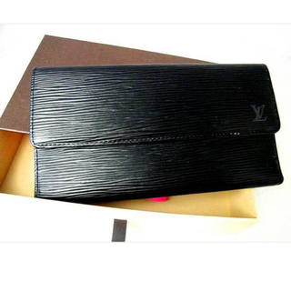 ルイヴィトン(LOUIS VUITTON)の超美品!ルイヴィトン エピ ノワール ポルトトレゾール インターナショナル(長財布)