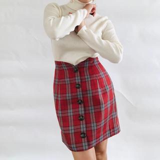 ダチュラ(DaTuRa)の赤チェックスカート(ミニスカート)