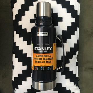 スタンレー(Stanley)の新品スタンレー水筒1.9Lネイビー(食器)