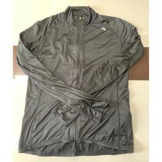 ユニクロ(UNIQLO)の黒 ジャケット アウター 羽織り M ファスナー トップス(トレーニング用品)