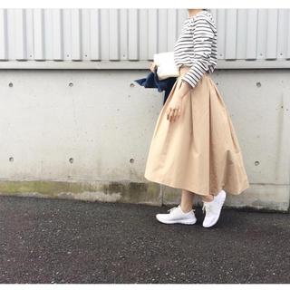 ジーユー(GU)のGU ステップドヘムフレアスカート 美品(ロングスカート)