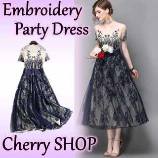 刺繍柄とシースルーがキュートなパーティドレス♪