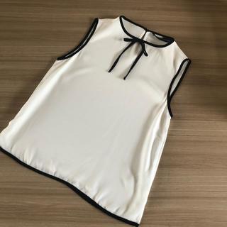 ザラ(ZARA)のZARA ノースリーブ パイピング ブラウス サイズXS  美品(シャツ/ブラウス(半袖/袖なし))