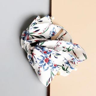 新品*花柄バナナクリップ ホワイト パール