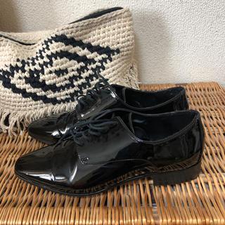 ザラ(ZARA)のZARA BASIC エナメル 35(ローファー/革靴)