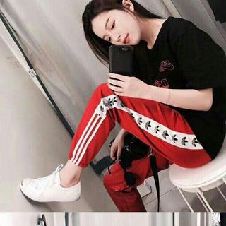 アディダス(adidas)の三つ葉の女性のスポーツカジュアルパンツ(カジュアルパンツ)