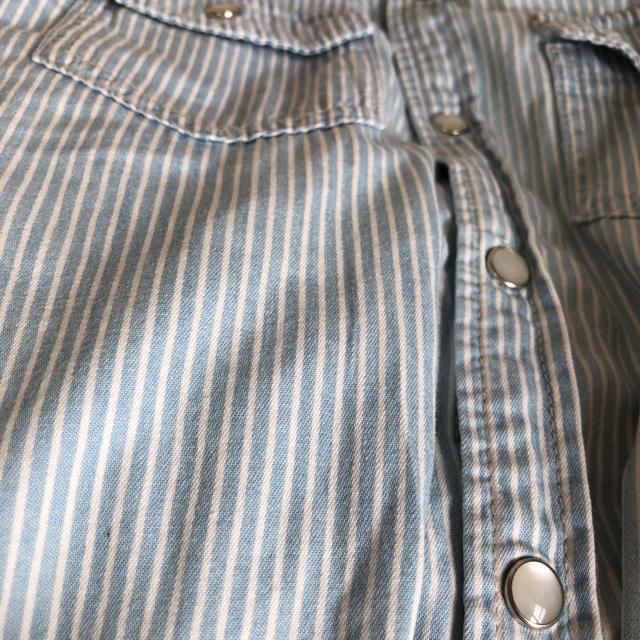 GU(ジーユー)のGU ストライプシャツ140 キッズ/ベビー/マタニティのキッズ服 男の子用(90cm~)(Tシャツ/カットソー)の商品写真