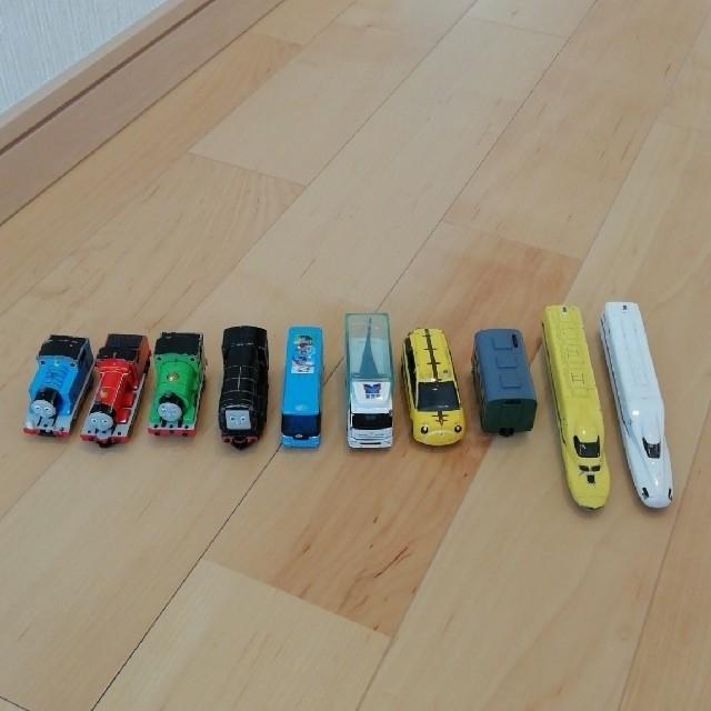 Takara Tomy(タカラトミー)のトミカ 11台セット エンタメ/ホビーのおもちゃ/ぬいぐるみ(ミニカー)の商品写真