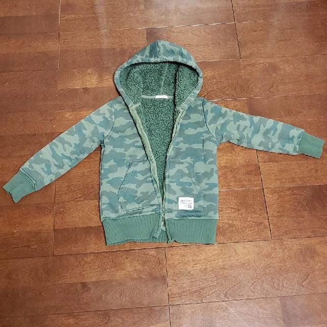 GU(ジーユー)のGUボア迷彩パーカー size120 キッズ/ベビー/マタニティのキッズ服 男の子用(90cm~)(ジャケット/上着)の商品写真