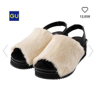 ジーユー(GU)のgu ホワイト ファーサンダル(サンダル)