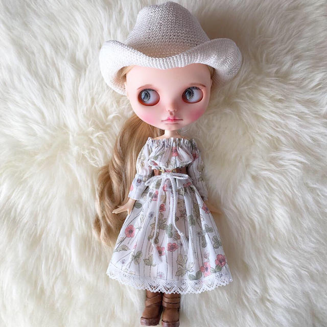 ネオブライス☆ハンドメイドお洋服4点セット ハンドメイドのぬいぐるみ/人形(人形)の商品写真