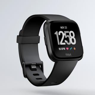 fitbit versa  フィトビット スマートウォッチ(腕時計(デジタル))