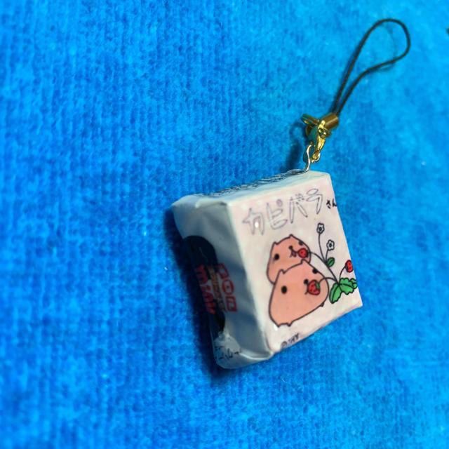 チロルチョコ ストラップ カピバラさん エンタメ/ホビーのおもちゃ/ぬいぐるみ(キャラクターグッズ)の商品写真