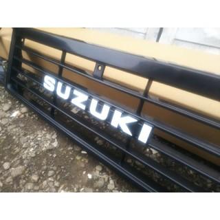 スズキ(スズキ)のSUZUKIエンブレム/ジムニー/JA11純正/初期1型/送料込み/新品未使用(車外アクセサリ)