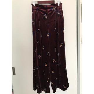 ショコラフィネローブ(chocol raffine robe)の花柄ベロアワイドパンツ(カジュアルパンツ)