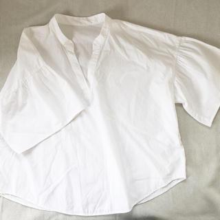 ジーユー(GU)のGU スキッパーボリュームスリーブブラウス(シャツ/ブラウス(半袖/袖なし))
