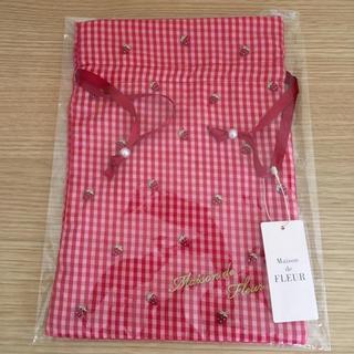 メゾンドフルール(Maison de FLEUR)の🍓新品メゾンドフルールいちご刺繍巾着 レッド(ポーチ)