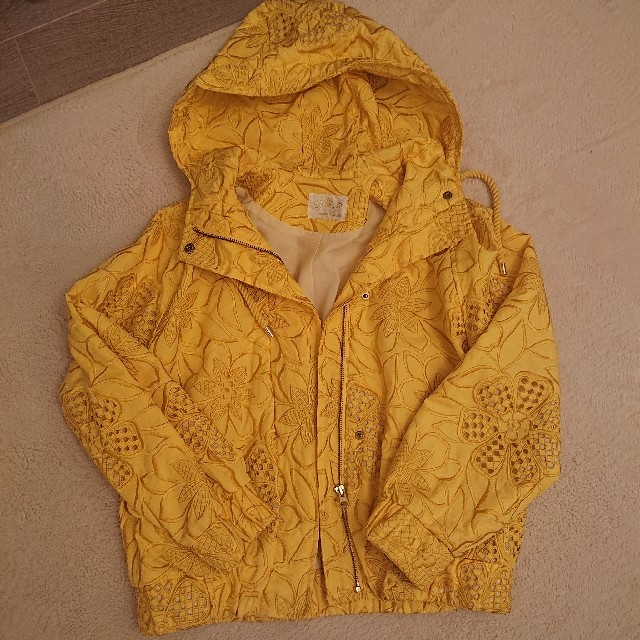 GRACE CONTINENTAL(グレースコンチネンタル)のグレースコンチネンタル花柄刺繍ジャケット レディースのジャケット/アウター(ブルゾン)の商品写真