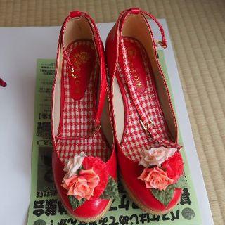 アロー(ARROW)の花飾り付赤パンプス(ハイヒール/パンプス)