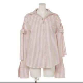 リルリリー(lilLilly)のショルダーリボンストライプシャツ(シャツ/ブラウス(長袖/七分))