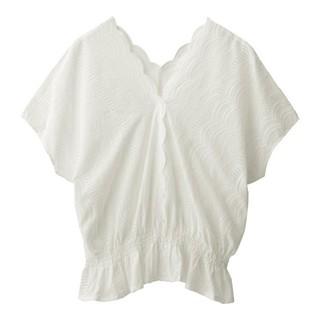 ジーユー(GU)の【新品タグ付き】GU スカラップレースVネックブラウス (半袖) ホワイト XL(シャツ/ブラウス(半袖/袖なし))